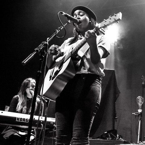 denai-moore-on-stage-guitar