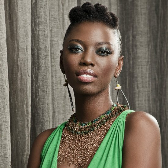 lira-green-dress-gold-jewelry