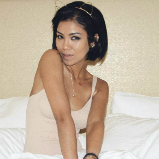 jhene-aiko-in-bed-car-ears