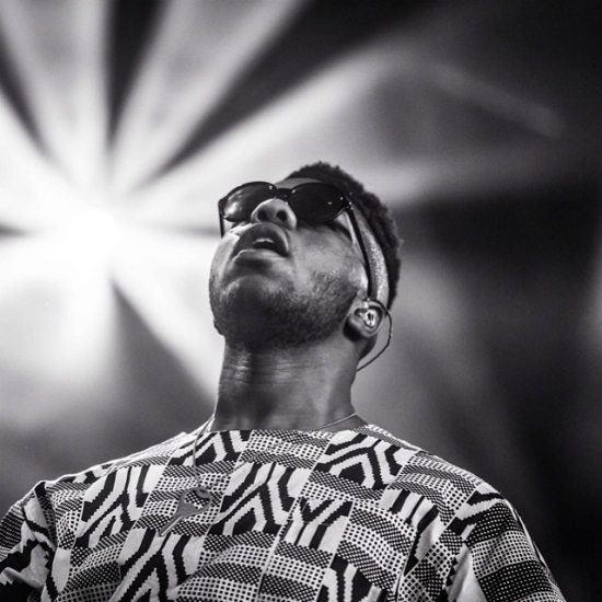 mnek-bw-print-outfit-on-stage
