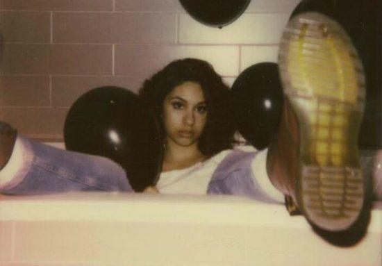 alessia-bathtub-boot-baloons