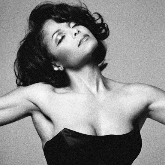 Janet-Jackson-Head-Tilt