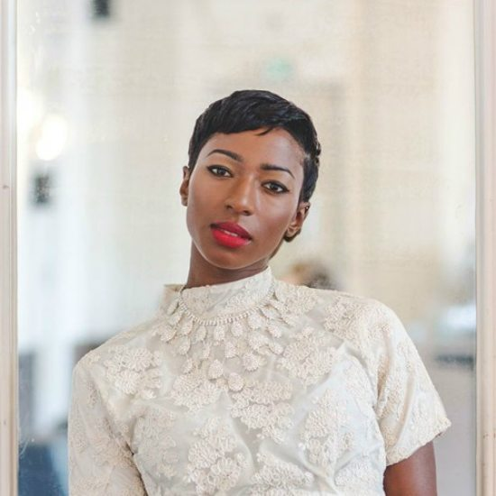 szjerdene-ivory-outfit-red-lips
