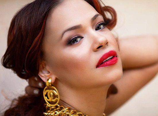 Faith-Evans-Red-Lips-Gold