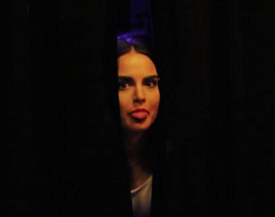 jojo-tour-video-right-on-time-screenshot