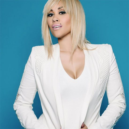 keke-wyatt-blonde-hair-white-outfit