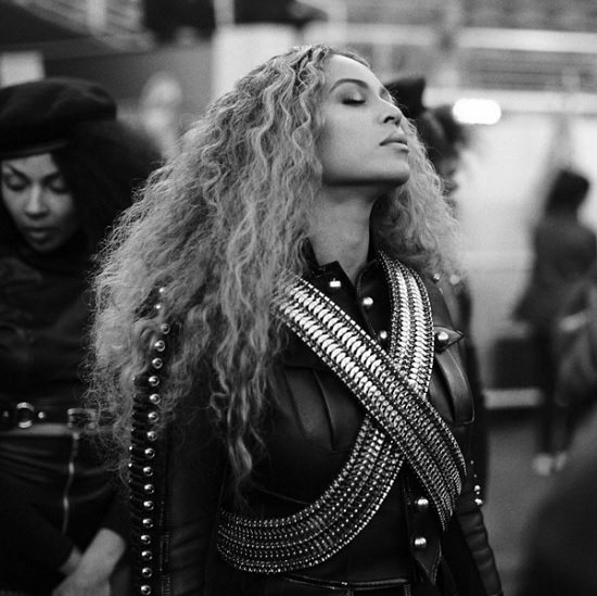 Beyonce-Super-Bowl-50-Eyes-Closed.jpg