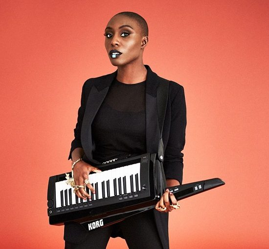 laura-mvula-keytar-black-suit