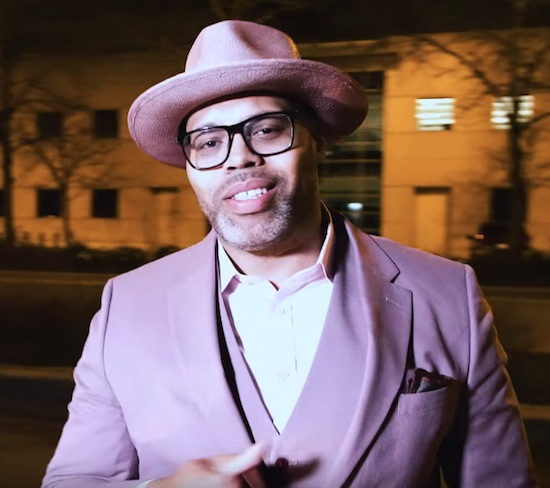 Eric Roberson Steps Out In Style For 'Leave It In'