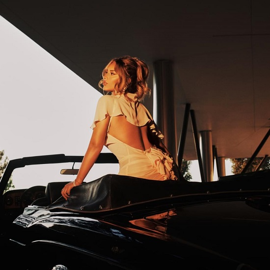 Alina Baraz Just Wants To Be 'Alone With You'